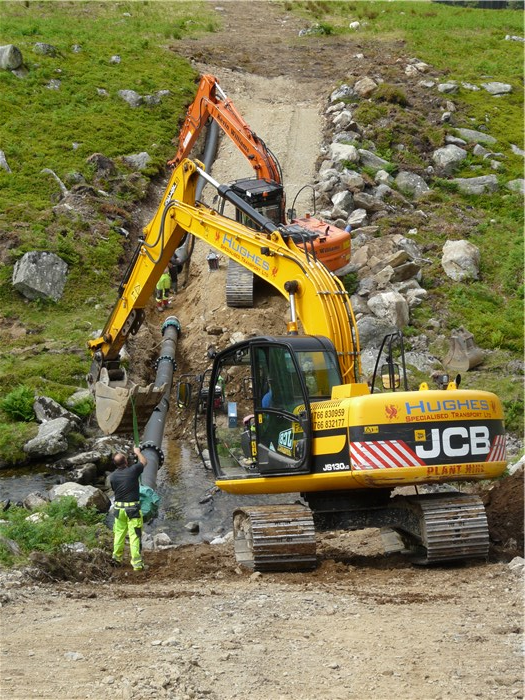 Positioning the pipe across the Afon Anafon 29 June 2015